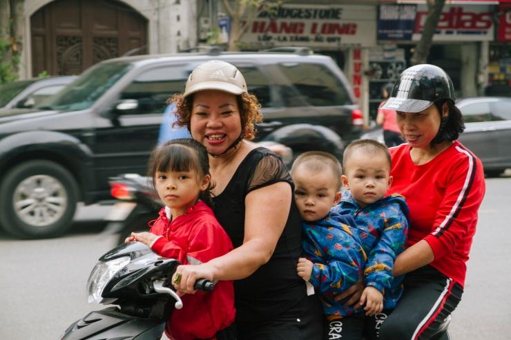rachel-walker-portrait-photography-travel-asia-vietnam-030