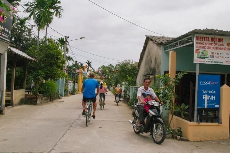 rachel-walker-portrait-photography-travel-asia-vietnam-089